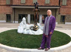 Fontana discordia di Vergato: imbrattata col letame la scultura di Ontani