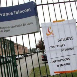 """France Telecom, al via il processo: """"19 dipendenti suicidi per mobbing"""""""