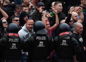Germania, allarme servizi segreti: neonazisti si addestrano e si armano per insurrezione. E non è un film