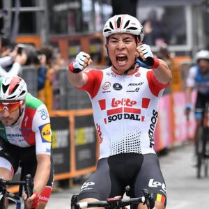 """Giro d'Italia, Ewan vince undicesima tappa. Viviani si ritira: """"Non sono più sereno"""""""