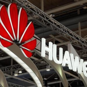Huawei si fa il suo sistema operativo al posto di Android. La Cina intanto protesta e affila le armi (debito Usa, terre rare)