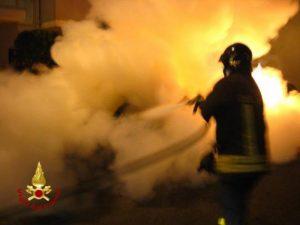 Mirandola (Modena), incendio al comando della polizia locale: due morti, tre feriti gravi