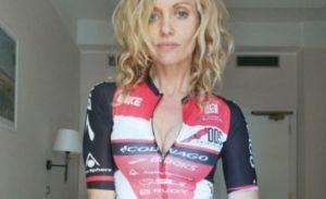 """Justine Mattera cade in bici: """"Ho finito la gara sanguinante"""" (foto Instagram)"""
