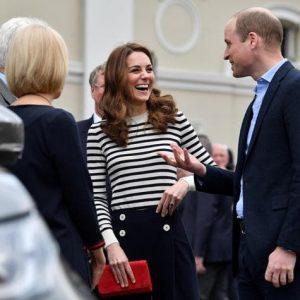 """Royal baby, Kate e William a Meghan e Harry: """"Benvenuti nel club degli insonni"""""""