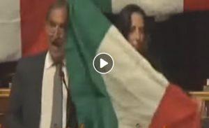 """Fratelli d'Italia contro ministra Trenta: """"Militari sono per la pace"""". E sventolano il tricolore in Senato"""