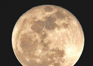 La Luna si restringe. Ed è scossa da terremoti
