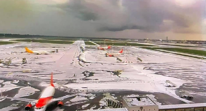 Maltempo Milano, nubifragio e grandine. Ghiacciata la pista di Malpensa: voli bloccati per un'ora FOTO-VIDEO 02