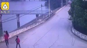 """Cina, mamma si toglie la vita gettandosi nel fiume insieme ai figli: """"Colpa dei suoceri"""""""
