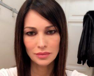 """Manuela Arcuri: """"Tante le donne che mi hanno corteggiato"""" (foto Instagram)"""