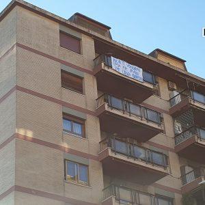 """Roma, striscione anti-Salvini nel quartiere Marconi: """"""""Non ti vogliamo (pija er P-180 pe' leva' questo)"""" FOTO"""