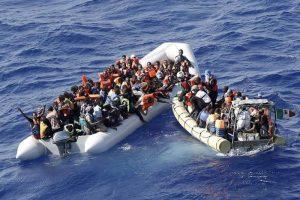 Migranti, Marina Militare italiana ne salva 36 su un barcone. Ira di Salvini: chiude i porti anche a loro
