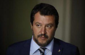 Salvini, da Capitano a solo contro tutti: Di Maio lo molla su spread e tangenti, la realtà su porti chiusi e sicurezza (foto Ansa)