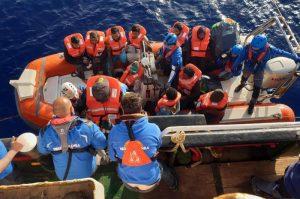 Migranti, naufragio nave al largo Tunisia: almeno 70 morti