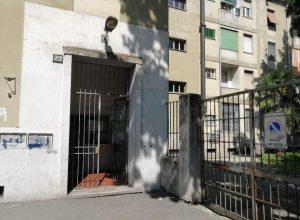"""Milano, bimbo ucciso a botte. La madre accusa il marito: """"L'hashish lo rende violento"""""""