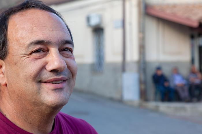 Mimmo Lucano, permesso per tornare a Riace: il sindaco sospeso può solo tenere il comizio e...