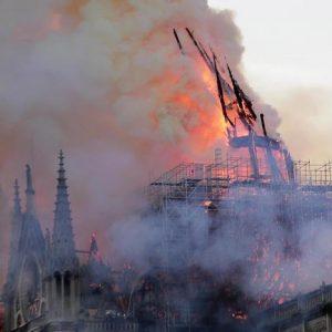 """Notre Dame, l'incendio era campanello d'allarme. Gli esperti: """"Perché non intervenire prima?"""""""