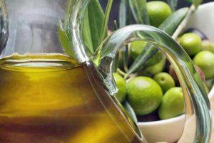 Olio di soia spacciato per extravergine: 24 arresti, venduto anche a rinomati ristoranti