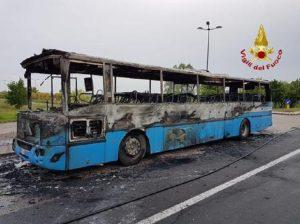 Pinerolo, bus pieno di studenti prende fuoco. Autista fa scendere tutti in tempo (foto d'archivio Ansa)