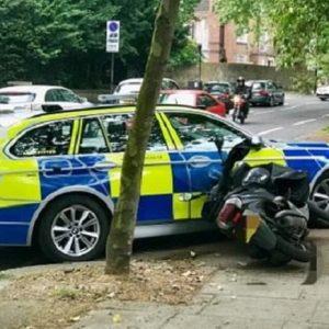 Londra, poliziotto rischia licenziamento: fece cadere ragazzino in moto sospettato di scippo