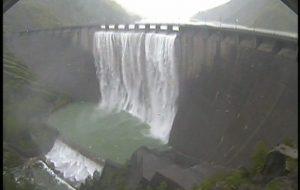 Maltempo Romagna, tracima la diga di Ridracoli: la spettacolare cascata di 100 metri