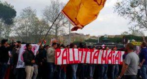 Roma tappezzata di striscioni contro Pallotta. Croce nella sede dell'Eur