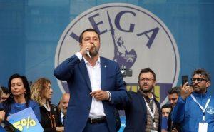 "Salvini, l'antipapa Matteo primo fa polemiche ""urbi et orbi"""