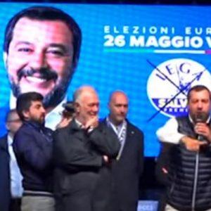 """Sea Watch, sbarcano i migranti. Salvini: """"Procuratore Agrigento lo spieghi a 60 mln di italiani"""""""