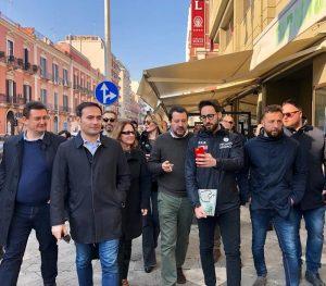 Puglia, M5S tiene il primato. Salvini supera il Pd e trionfa dove fa le vacanze (il ministro a Bari vecchia)