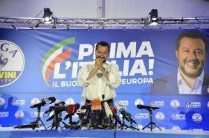 Matteo Salvini Colonnello d'Italia. Di Maio sergente: metà dei voti della Lega. Pd sorpassa M5S