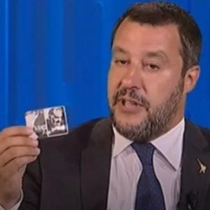 Otto e Mezzo, Matteo Salvini tira fuori pure il santino di Padre Pio