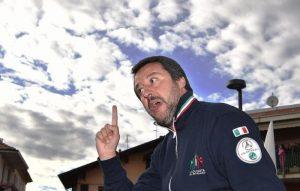 """Salvini e l'aereo blu: voli di Stato per i comizi? Indaga la Corte di Conti. M5S: """"Chiarisca"""""""
