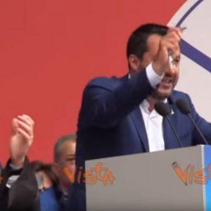 """Salvini e il rosario in piazza. Cardinale Parolin: """"Dio è di tutti"""". Il vicepremier: """"Se invoco Maria do fastidio?"""" VIDEO"""