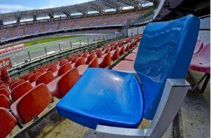 Napoli, i tifosi si rubano i seggiolini del San Paolo e poi li rivendono online a 150 euro (foto Ansa)