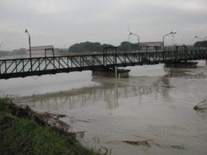 Maltempo Emilia Romagna: fiume lambisce binari, sospesa Bologna-Rimini. Secchia e Panaro sorvegliati