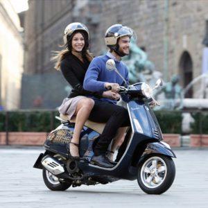 Codice della strada, scooter 125 in autostrada (se maggiorenni). Tutte le novità: bici, monopattini, multe smartphone...