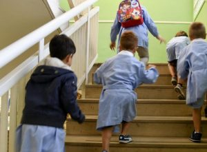 Milano, evacuati 160 bimbi da una scuola materna: c'è un forte odore di gas
