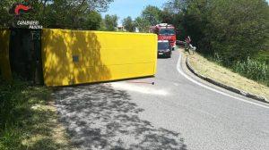 Padova, scuolabus si rovescia FOTO: feriti otto studenti. L'autista fugge, poi viene preso ed arrestato. Risulta positivo all'alcol