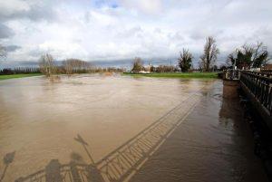 Maltempo, allerta rossa Emilia Romagna: ponti chiusi sul Secchia, garage allagati. Disagi in tutto il Nord