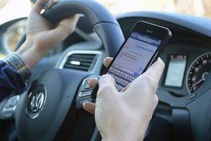 Codice della strada. Sosta su marciapiedi 2/4 punti in meno, smartphone mentre guidi 10 punti...Un milione di vigili in più e milioni di patenti ritirate?