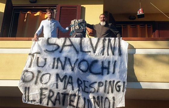 Porto Torres, striscione contro Matteo Salvini...da M5s: sono sindaco e candidato europee FOTO