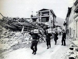 """Terremoto Friuli 1976, cerca una bimba conosciuta in ospedale: """"Aveva perso tutti"""" (foto Ansa)"""