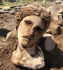 Roma: scavi in via Alessandrina, salta fuori la testa di una dea. Bellissima e intatta