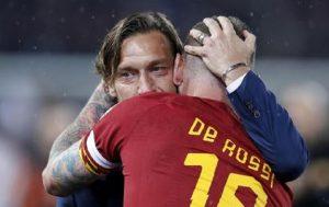 """Francesco Totti e la telefonata con Daniele De Rossi: """"Hanno fatto un gioco sporco"""" (foto Ansa)"""