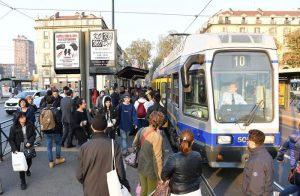 Torino, ragazza investita da tram in centro: è grave