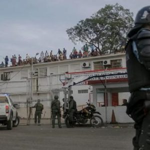Venezuela, rivolta in carcere: almeno 30 morti