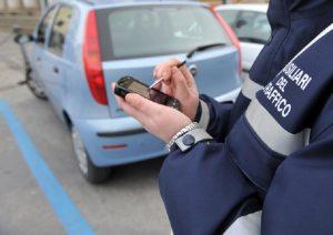Camerano (Ancona), vigili fermano 60enne e scoprono che circolava da 40 anni senza patente