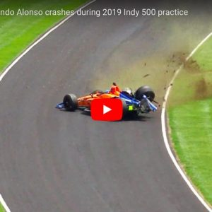 Alonso, incidente terribile durante la 500 Miglia di Indianapolis. Per fortuna è illeso. VIDEO
