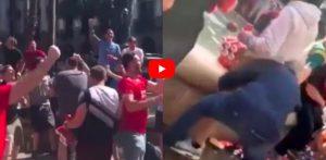 Tifosi Liverpool seminano panico a Barcellona, lancio di persone nella fontana e scontri con la polizia: VIDEO