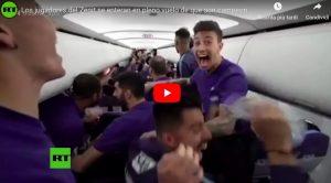 Lo Zenit vince lo scudetto mentre è sull'aereo, la reazione dei calciatori è incontenibile