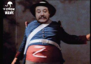 Matteo Salvini e il pupazzetto di Zorro: esplode l'ironia in rete